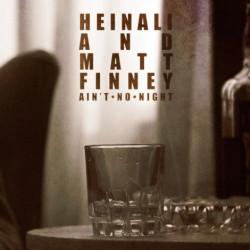E' musica dal grado altamente emozionale quella proposta dal duo Heinali And Matt Finney, non c'è bisogno di girarci troppo attorno per comprenderlo. Due personalità che collaborano a distanza cercando […]