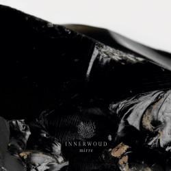 """Un manto oscuro distributore di liturgiche vibrazioni, pronto ad estendere al massimo la sua """"fioca"""" ma penetrante ombra. Sono passi guardinghi quelli utilizzati da Innerwoud in occasione del disco di […]"""