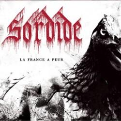 """I francesi Sordide esordivano a fine 2014 con l'album La France a peur, l'attenzione su di loro superava sicuramente i livelli """"normali"""" grazie soprattutto all'immediato interesse della Avantgarde Music. Bastava […]"""