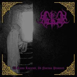L'occult black metal dei nostrani Abhor continuava a mietere oscuri rituali grazie all'avvento di Ab Luna Lucenti, Ab Noctua Protecti, disco che giungeva sotto l'importante ala della Moribund Cult. L'ennesimo […]
