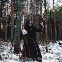 Ogni amante del black metal finlandese non deve lasciarsi scappare questa ghiottoneria intitolata Lyöden taudein ja kirouksin. 35 minuti di musica che guarda con onore e ardore a formazioni cardine […]